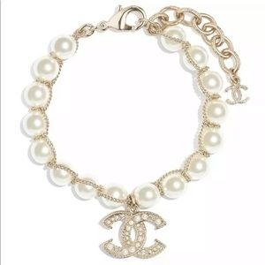 Chanel pearl bracelet w. Receipt 100% authentic